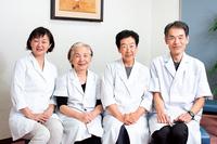 婦人科担当の医師。右から冨岡副院長、今井医師(非常勤/月曜午後、火・木曜)、千葉医師、横田医師(非常勤/月・木曜)